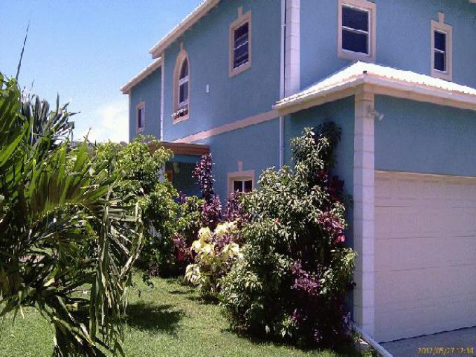 Two Bedroom, Large Fenced Yard, Close to beach
